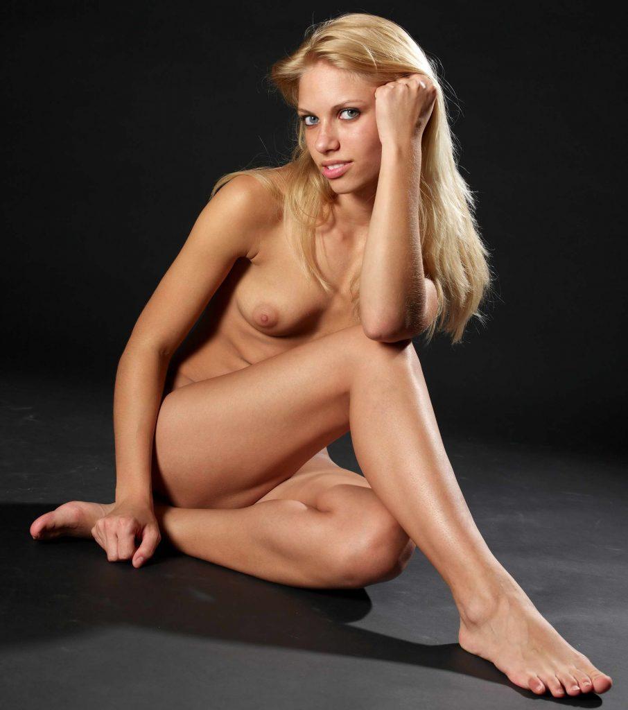 Stunning Blonde Nude